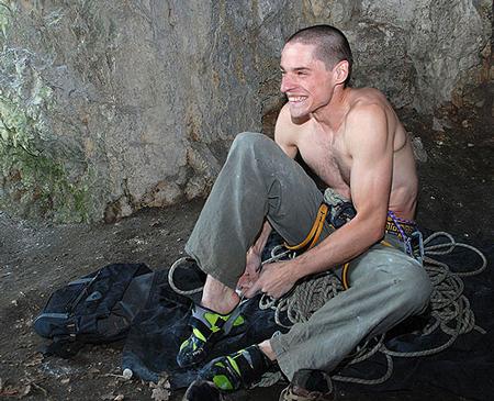Konrad preferuje dobrze dopasowane buty (fot. wspinanie.pl)
