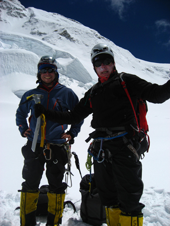 Makalu 2011 - Kacper Tekieli i Artur Hajzer w miejscu obozu II (fot. T. Chwastek)