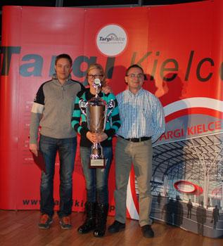 Targi Kielce Sport-Zima 2011, nagrodzeni pucharem dziennikarzy (fot. 4outdoor.pl)