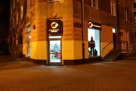 Wejście do firmowego sklepu Mammuta w Warszawie (fot. Climbrock)