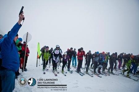 I Dni Lawinowo Ski-tourowe w Dolinie Pięciu Stawów – start Wyścigu Kombinowanego (fot. Marcin Kin)