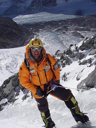 Simone Moro podczas wyprawy zimowej na Shisha Pangma w 2004 roku  (fot. Piotr Morawski)