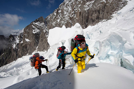 Herve Barmasse, Iker i Eneko Pou na zboczach Mont Blanc (fot. Damiano Levati)