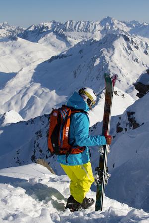 Jazda poza trasami na nartach i snowboardzie cieszy się coraz większą popularnością (fot. The North Face)