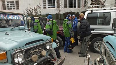 Rosjanie przed wyjazdem ze Skardu na aklimatyzację (fot. k2-winterclimb.ru)