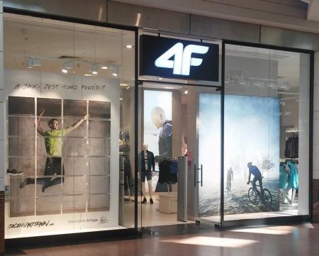 Witryna salonu 4F w Radomiu