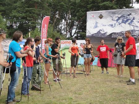Miasteczko Himalajskie POG na Woodstock 2011 - uczestnicy kursu Nordic Walking (fot. POG)