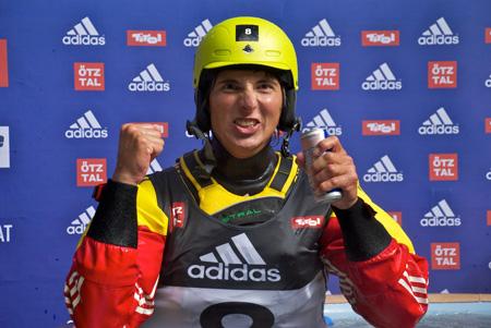 adidas Sickline Extreme Kayak World Championship 2011- Sam Sutton cieszy się ze zwycięztwa (fot. Manuel Arnu)