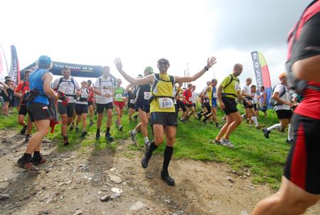 Maraton Gór Stołowych 2012 - radosny start (fot. Monika Strojny)
