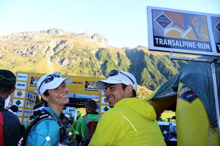 Gore-Tex Transalpine Run 2011, uśmiechnięci zawodnicy czwartego dnia biegu (fot. Piotr Kosmala)