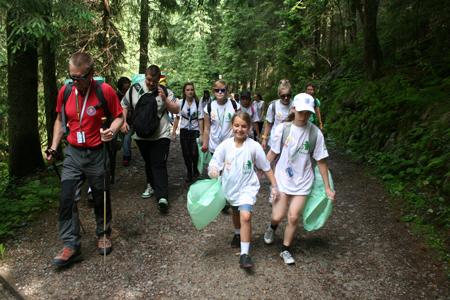 Wolontariusze wyruszają na szlak (fot. Agnieszka Szymaszek)