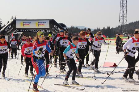 Dwunastoletni Maciek Zdziechowski (w środku) był jednym z dwóch najmłodszych uczestników tej edycji Salomon Nordic Sunday. Ukońc