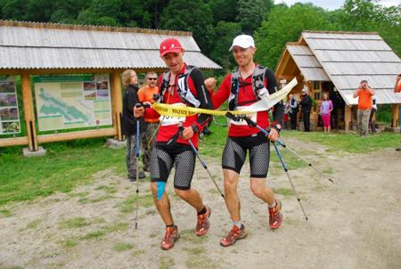 Bieg Rzeźnika 2012 - Piotrek Hercog i Marcin Świerc na mecie  (fot. Monika Strojny)