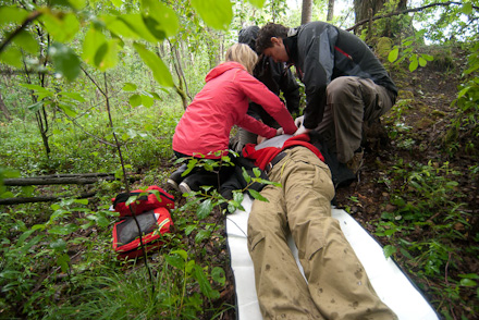 Szkolenie z outdoorowej pierwszej pomocy (fot. Centrum Szkoleniowo-Usługowe Medaid)