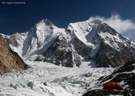 Wyprawa na Gasherbrum I - widok z bazy na GI w dniu zdobycia szczytu (fot. Agna Bielecka)