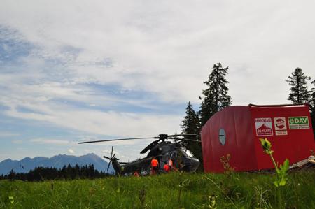 Przygotowania do akcji transportu schronu (fot. Hanwag)