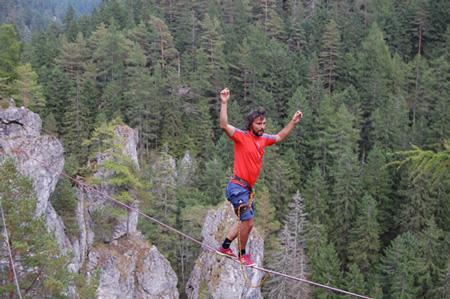 adidas outdoor tour - Reinhard Kleindl na highlinie (fot. 4outdoor.pl)