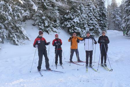 Cześć uczestników pierwszej edukacyjnej wycieczki narciarskiej w Koninkach (fot. Gorczański Park Narodowy)