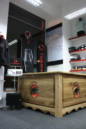 Wnętrze sklepu Mammuta w Warszawie (fot. Climbrock)