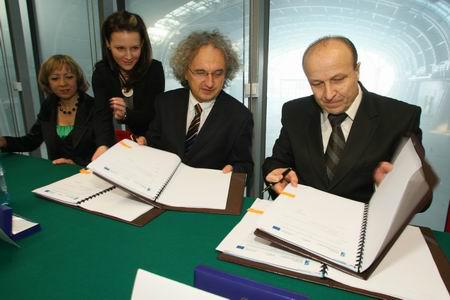 Targi Kielce, umowa budowy Centrum Kongresowego