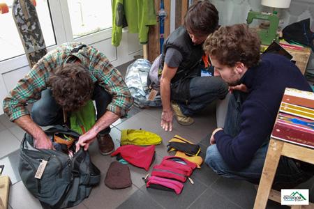 European Outdoor Forum 2012 - torebki z kieszeni kurtek outdoorowych (fot. Jean-Marc Favre)