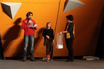 Losowanie nagród w konkursie sponsorowanym przez firmę Petzl (fot. Adam Kokot/KFG)