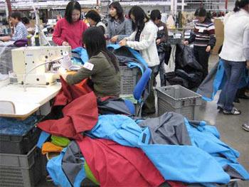 Wolontariusze Arc'teryxa pracują na rzecz bezdomnych (fot. www.snewsnet.com)