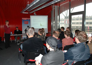 Marta Pawlik wyjaśnia słuchaczom zawiłości działań na portalach społecznościowych (fot. 4outdoor.pl)