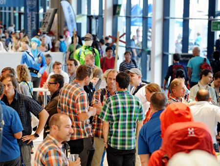 Pełne hale na OutDoor Show 2011 (fot. Messe Friedrichshafen GmbH)
