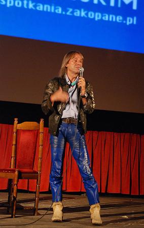 Alain Robert na scenie kina Sokół (fot. wspinanie.pl)