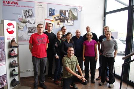 Friends of Fenix - pamiątkowa fotografia z panem Josefem Wagnerem w siedzibie firmy Hanwag w Vierkirchen