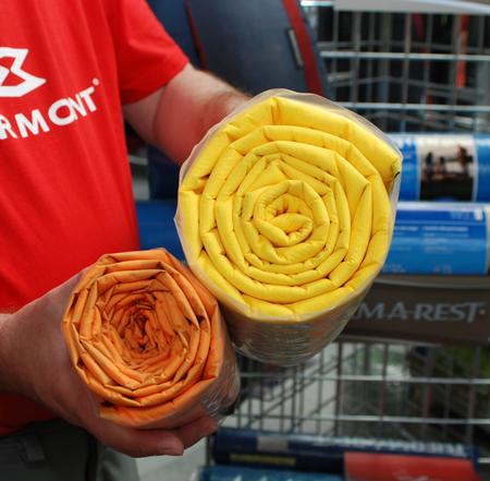 Therm-a-Rest, tak w ciągu tych 40 lat zmniejszyła się wielkość materaca - żółty jest modelem z nowej, limitowanej serii