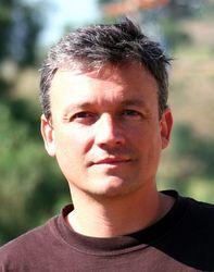 """Alex Striler, Konsultant ds. zarządzania i autor """"X Play Nation"""""""