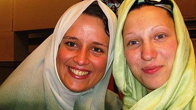 "Ola Dzik (po lewej) i Maria ""Masza"" Chitrikowa (fot. ola-dzik.pl)"