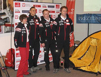 Wyprawa na Gasherbrum I - uczestnicy wyprawy przed konferencją prasową (fot. Janusz Kurczab)