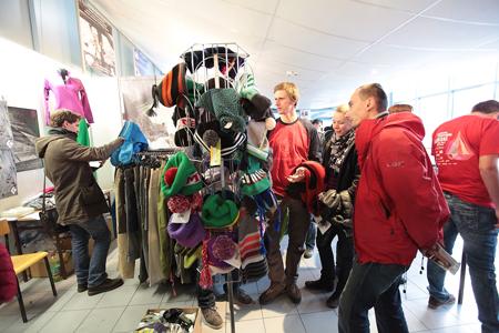 Kiermasz odzieży i sprzętu outdoorowego na 9. Krakowskim Festiwalu Górskim (fot. Adam Kokot/KFG)