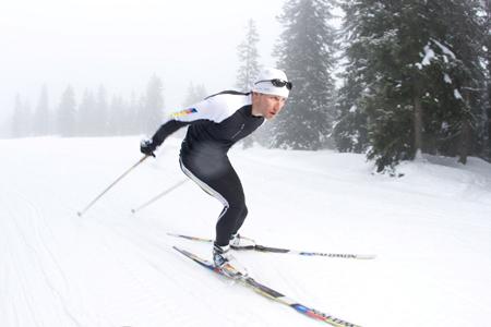Narciarstwo biegowe jest doskonałe także dla amatorów, którzy chcą popracować nad zdrowiem i kondycją (fot. Amer Sports)