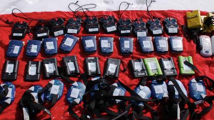 Test detektorów lawinowych (fot. Fundacja im. Anny Pasek)