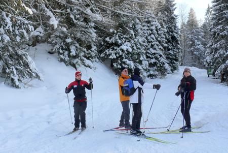 Uczestnicy pierwszej edukacyjnej wycieczki narciarskiej w Koninkach (fot. Gorczański Park Narodowy)