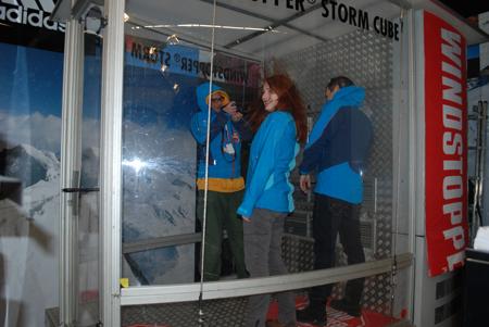 Targi Kielce Sport-Zima 2012, kabina z wiatrem na stoisku marki adidas (fot. 4outdoor.pl)