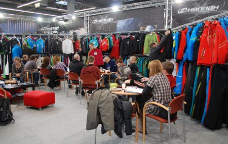 Targi Kielce Sport-Zima 2012, klienci na stoisku marki Hannah (fot. 4outdoor.pl)