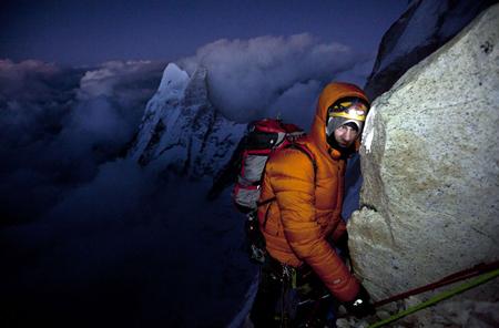 Renan podczas wspinaczki na Meru Peak przez Shark's Fin (fot. Jimmy Chin / The North Face)