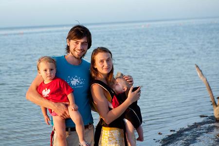 Anna i Thomas Alboth razem z dwoma córeczkami
