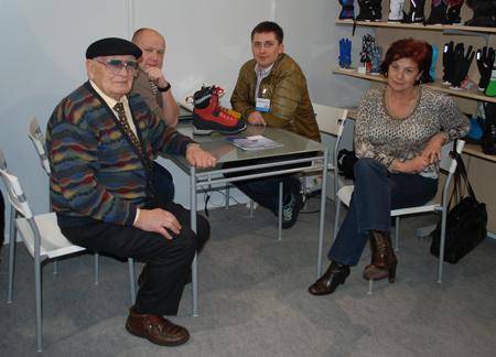 Targi Kielce Sport-Zima 2012: Nello Grossule z żoną i ekipa ATD Distrubution