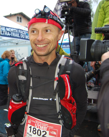 The North Face® Ultra-Trail du Mont-Blanc® 2012 - Piotr Hercog na mecie 10. UTMB (fot. 4outdoor.pl)