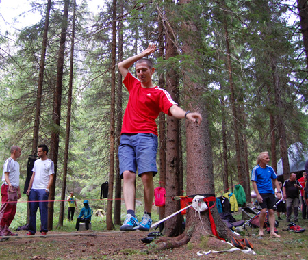 adidas outdoor tour - Adam Pustelnik na slacklinie (fot. 4outdoor.pl)