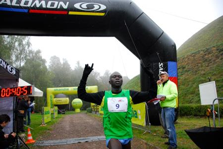 Bieg Trzech Kopców 2012 - zwycięzca - Samuel Kemboi Rutto (fot. Monika Strojny)