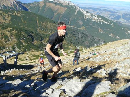 Polartec® Alpin Sport Tatrzański Bieg Pod Górę -  zawodnicy na ostatniej prostej biegu (fot. 4outdoor.pl)