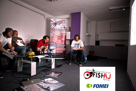 Jury konkursu podczas obrad (fot. Fish Aj)