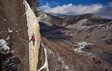 Majka Burhardt na Dropline, Frankenstein Cliff, Crowford Notch State Park, New Hampshire (fot. Anne Skidmore)